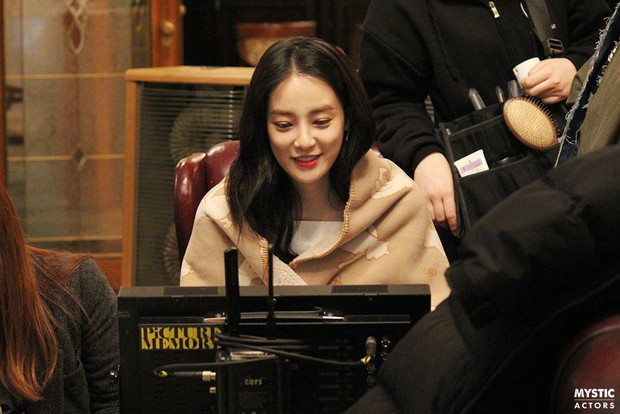 Vẫn biết bạn gái G-Dragon đẹp, nhưng không ngờ lại đến mức này trong loạt hình hậu trường - Ảnh 5.