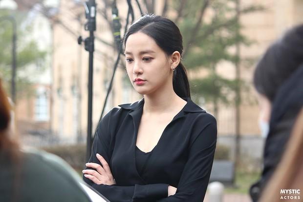 Vẫn biết bạn gái G-Dragon đẹp, nhưng không ngờ lại đến mức này trong loạt hình hậu trường - Ảnh 7.