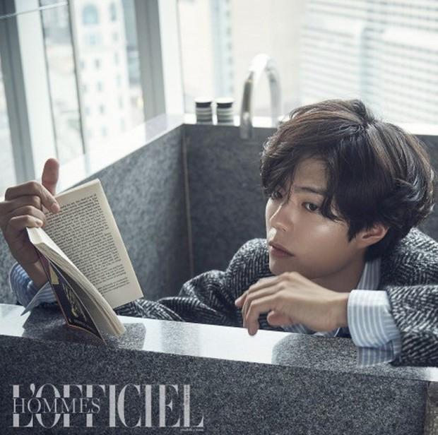 Cùng ngày 3 nam thần xứ Hàn đổ bộ tạp chí: 2 tài tử đẹp cực phẩm, center quốc dân cười thôi cũng gây mệt tim - Ảnh 1.
