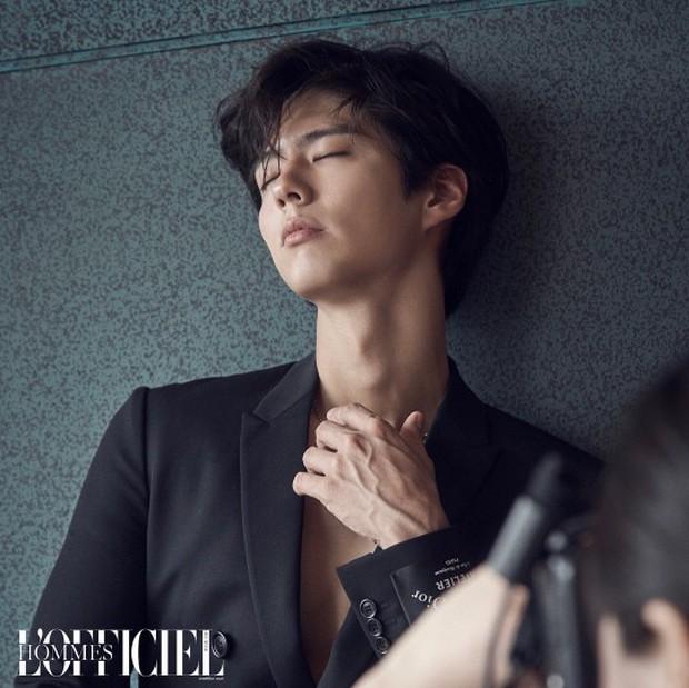 Cùng ngày 3 nam thần xứ Hàn đổ bộ tạp chí: 2 tài tử đẹp cực phẩm, center quốc dân cười thôi cũng gây mệt tim - Ảnh 5.