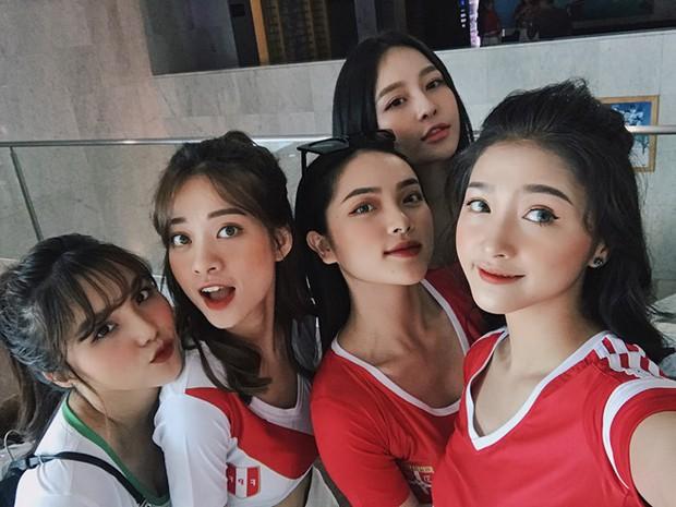 Soi nhan sắc chuẩn hot girl của 5 cô nàng nóng bỏng nhất dàn cổ vũ World Cup năm nay! - Ảnh 1.