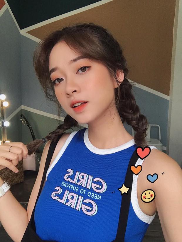 Soi nhan sắc chuẩn hot girl của 5 cô nàng nóng bỏng nhất dàn cổ vũ World Cup năm nay! - Ảnh 3.