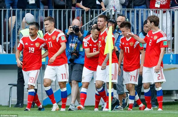 Điều ít biết về tiền vệ điển trai lập tuyệt phẩm trận khai mạc World Cup 2018 - Ảnh 3.