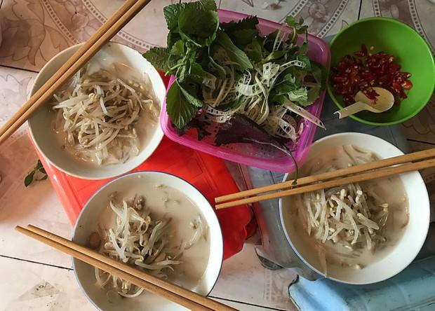 Đi tìm những hàng bánh đúc nộm ngon mát ở Hà Nội để giải nhiệt chiều hè - Ảnh 8.