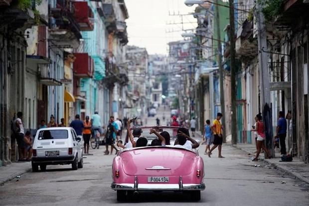 Ảnh: Vẻ đẹp hớp hồn của các xe ô tô cổ trên các góc phố nẻo đường Cuba - Ảnh 1.