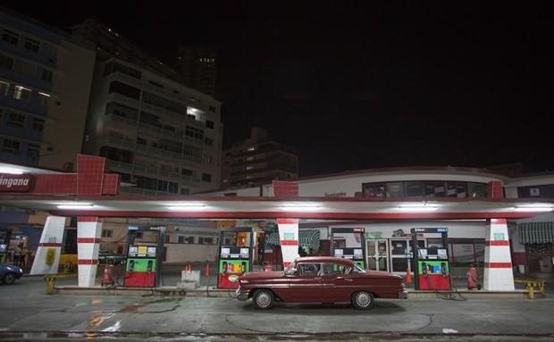 Ảnh: Vẻ đẹp hớp hồn của các xe ô tô cổ trên các góc phố nẻo đường Cuba - Ảnh 11.