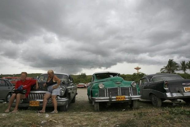 Ảnh: Vẻ đẹp hớp hồn của các xe ô tô cổ trên các góc phố nẻo đường Cuba - Ảnh 13.
