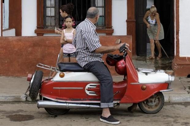 Ảnh: Vẻ đẹp hớp hồn của các xe ô tô cổ trên các góc phố nẻo đường Cuba - Ảnh 18.