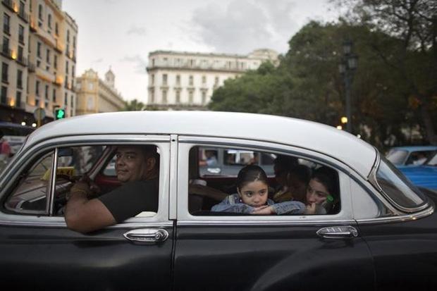 Ảnh: Vẻ đẹp hớp hồn của các xe ô tô cổ trên các góc phố nẻo đường Cuba - Ảnh 3.