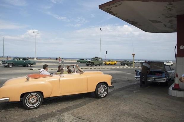 Ảnh: Vẻ đẹp hớp hồn của các xe ô tô cổ trên các góc phố nẻo đường Cuba - Ảnh 4.