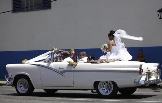 Ảnh: Vẻ đẹp hớp hồn của các xe ô tô cổ trên các góc phố nẻo đường Cuba - Ảnh 7.