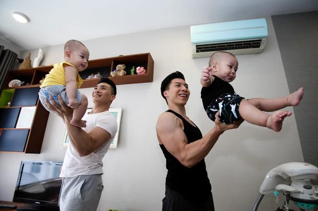 Quốc Cơ - Quốc Nghiệp: Niềm tự hào của Việt Nam cũng phải học cách thay tã, đút cho con ăn - Ảnh 1.