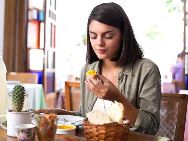 7 dấu hiệu nhận biết một người đang gặp phải chứng rối loạn ăn uống - Ảnh 2.