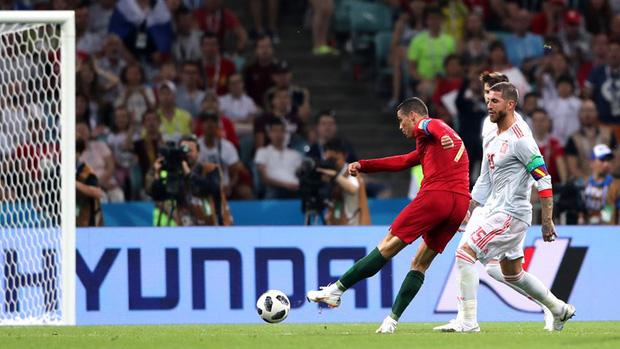 Bồ Đào Nha 3-3 Tây Ban Nha: Cả thế giới ngả mũ thán phục Ronaldo - Ảnh 8.