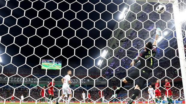 Bồ Đào Nha 3-3 Tây Ban Nha: Cả thế giới ngả mũ thán phục Ronaldo - Ảnh 7.