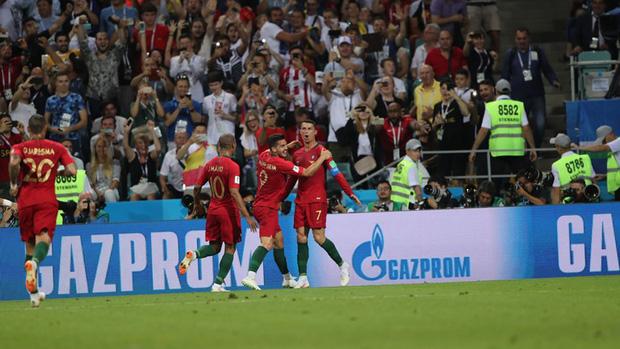 Bồ Đào Nha 3-3 Tây Ban Nha: Cả thế giới ngả mũ thán phục Ronaldo - Ảnh 14.