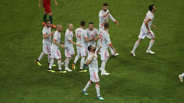 Bồ Đào Nha 3-3 Tây Ban Nha: Cả thế giới ngả mũ thán phục Ronaldo - Ảnh 10.