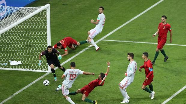 Bồ Đào Nha 3-3 Tây Ban Nha: Cả thế giới ngả mũ thán phục Ronaldo - Ảnh 9.