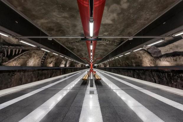 Bên trong những ga tàu điện ngầm đẹp hơn cả triển lãm nghệ thuật tại Thụy Điển - Ảnh 15.