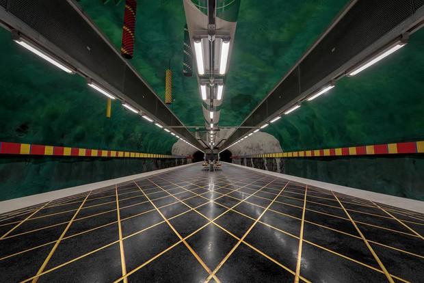 Bên trong những ga tàu điện ngầm đẹp hơn cả triển lãm nghệ thuật tại Thụy Điển - Ảnh 16.