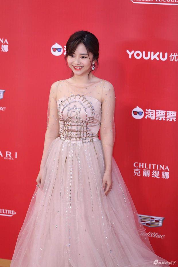 LHP Thượng Hải: Chị đại Lưu Gia Linh U55 đốt mắt với đầm xuyên thấu, bạn gái Hangeng lộ vòng một lép kẹp - Ảnh 11.