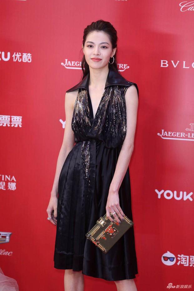 LHP Thượng Hải: Chị đại Lưu Gia Linh U55 đốt mắt với đầm xuyên thấu, bạn gái Hangeng lộ vòng một lép kẹp - Ảnh 12.