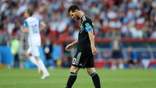 Messi đá hỏng penalty, Argentina bất lực trước đội bóng lần đầu tham dự World Cup - Ảnh 4.