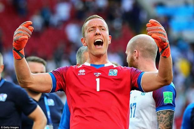 Chàng thủ môn Iceland khiến Messi điêu đứng là một đạo diễn chuyên nghiệp - Ảnh 1.