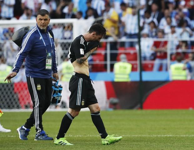 Đừng vội cười Messi, 2 năm trước Ronaldo cũng bất lực trước Iceland rồi vô địch Euro 1
