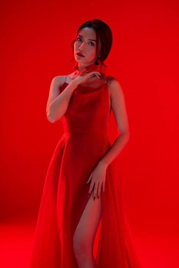 Cần gì cao ráo với ngực khủng, đời con gái chỉ cần chân đẹp để mặc gì cũng nuột như Bích Phương là đủ - Ảnh 8.