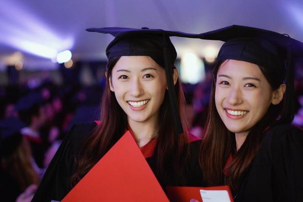 Xinh như hotgirl lại tốt nghiệp thạc sĩ Harvard chỉ trong 1 năm, cặp chị em sinh đôi này đang khiến hàng triệu người ngưỡng mộ - Ảnh 2.