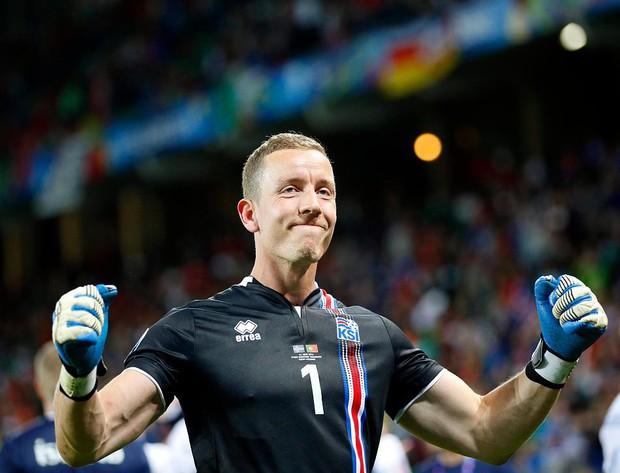Chàng thủ môn Iceland khiến Messi điêu đứng là một đạo diễn chuyên nghiệp - Ảnh 5.
