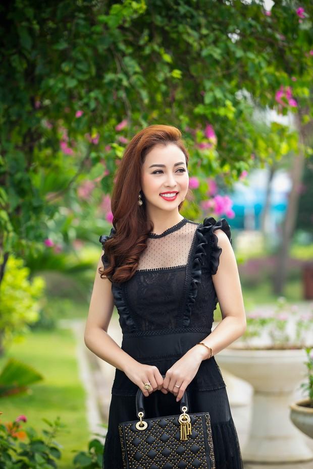 Bà mẹ ba con Jennifer Phạm gây chú ý với nhan sắc trẻ trung, quyến rũ ở độ tuổi 32 - Ảnh 4.