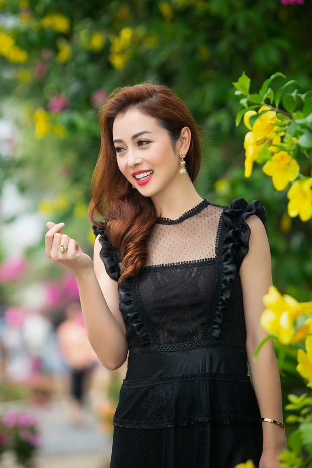 Bà mẹ ba con Jennifer Phạm gây chú ý với nhan sắc trẻ trung, quyến rũ ở độ tuổi 32 - Ảnh 3.