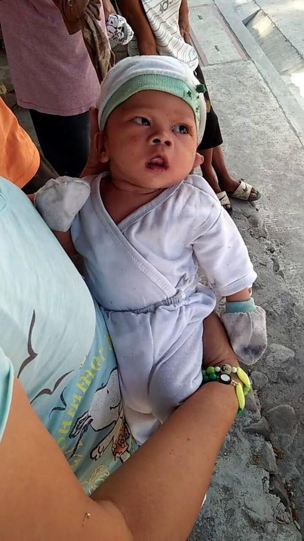 Philippines: Bé trai 2 tháng tuổi bị mẹ vứt bỏ trong nghĩa trang có nhiều chó hoang gây phẫn nộ - Ảnh 2.