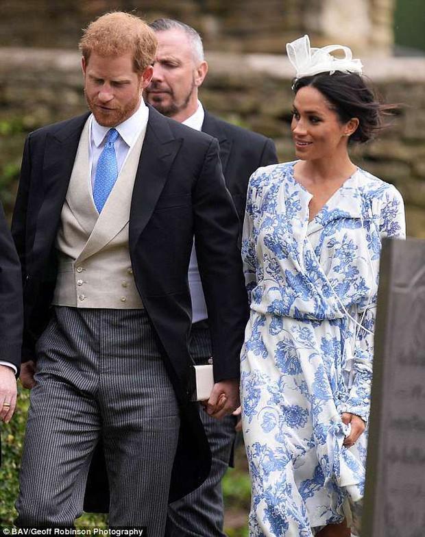 Đám cưới đặc biệt nhất hôm nay: cô dâu đeo vương miện của công nương Diana, Meghan Markle diện váy hơn trăm triệu tham dự - Ảnh 5.