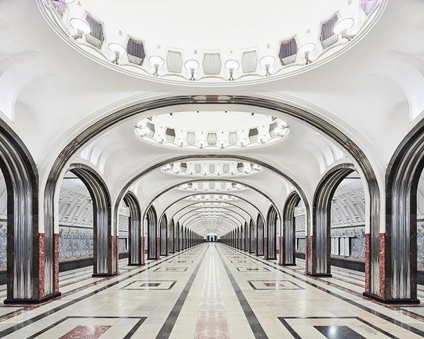 Chùm ảnh: Ngắm nhìn vẻ đẹp nguy nga như cung điện dưới lòng đất của các ga tàu điện ngầm ở Nga - Ảnh 5.