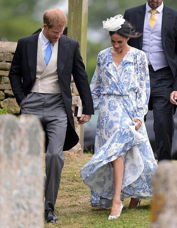Đám cưới đặc biệt nhất hôm nay: cô dâu đeo vương miện của công nương Diana, Meghan Markle diện váy hơn trăm triệu tham dự - Ảnh 8.