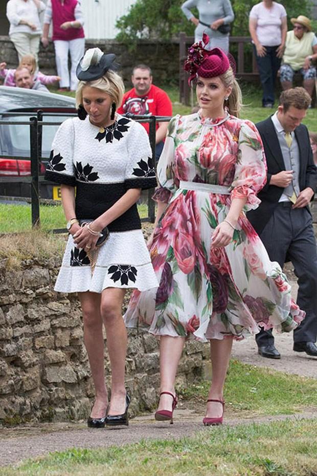 Đám cưới đặc biệt nhất hôm nay: cô dâu đeo vương miện của công nương Diana, Meghan Markle diện váy hơn trăm triệu tham dự - Ảnh 10.