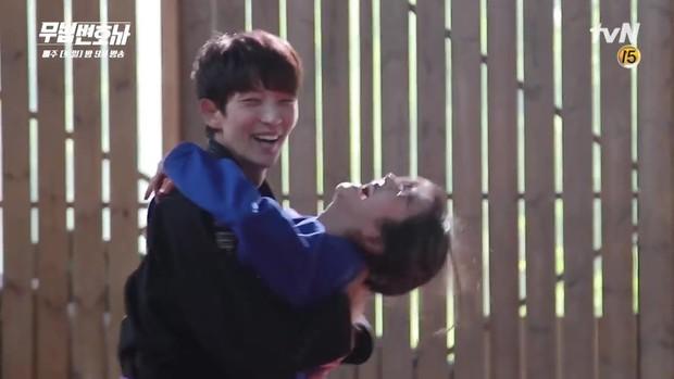 Lee Jun Ki công khai...chạm vòng 1 bạn diễn nữ trong clip hậu trường - Ảnh 8.