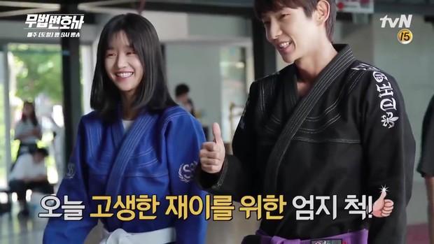 Lee Jun Ki công khai...chạm vòng 1 bạn diễn nữ trong clip hậu trường - Ảnh 9.