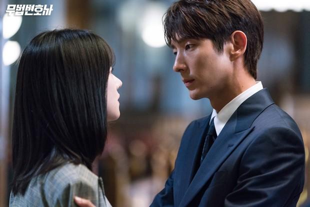 Lee Jun Ki công khai...chạm vòng 1 bạn diễn nữ trong clip hậu trường - Ảnh 10.