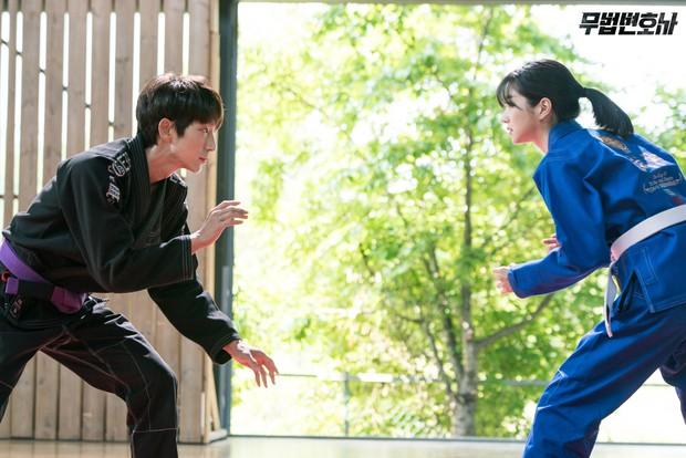 Lee Jun Ki công khai...chạm vòng 1 bạn diễn nữ trong clip hậu trường  - Ảnh 11.