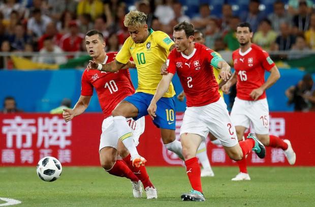 Chơi nhạt nhòa, Neymar bị chế nhạo vì mái tóc quá điệu đà - Ảnh 2.