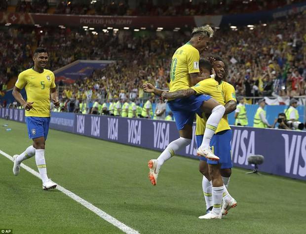 Chơi nhạt nhòa, Neymar bị chế nhạo vì mái tóc quá điệu đà - Ảnh 1.