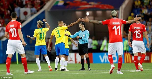 Chơi nhạt nhòa, Neymar bị chế nhạo vì mái tóc quá điệu đà - Ảnh 3.