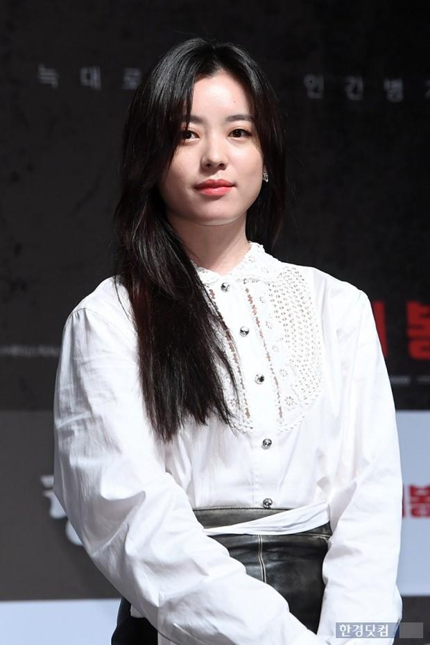 Sự kiện hội tụ dàn sao VIP cực phẩm: Minho nổi bật hơn hẳn 2 thánh sống xứ Hàn, Han Hyo Joo mắt sưng vù kém sắc - Ảnh 2.