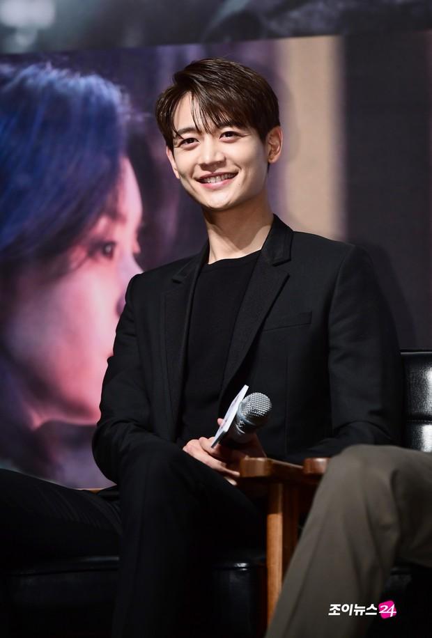 Sự kiện hội tụ dàn sao VIP cực phẩm: Minho nổi bật hơn hẳn 2 thánh sống xứ Hàn, Han Hyo Joo mắt sưng vù kém sắc - Ảnh 17.