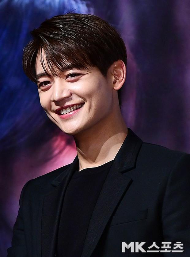 Sự kiện hội tụ dàn sao VIP cực phẩm: Minho nổi bật hơn hẳn 2 thánh sống xứ Hàn, Han Hyo Joo mắt sưng vù kém sắc - Ảnh 20.