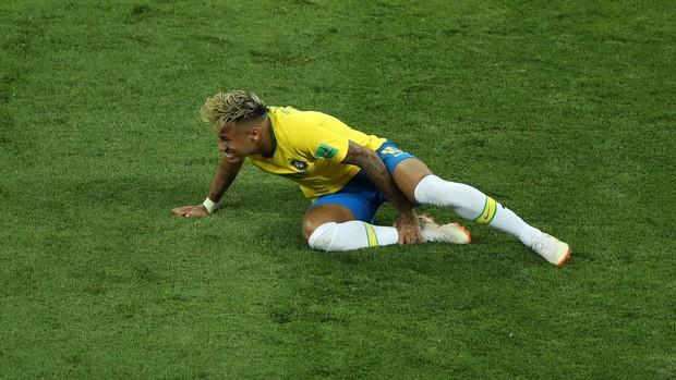 Chơi nhạt nhòa, Neymar bị chế nhạo vì mái tóc quá điệu đà - Ảnh 5.